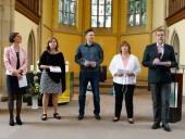 Das Leitungsteam der Ev. Jugendhilfe Menden verliest beim Gottesdienst die Fürbitten.