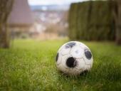Fußball spielen im Garten
